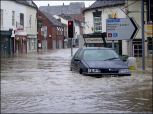 Flooding in Hereford & Worcester - BBC
